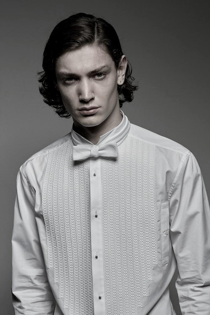 ith white bow tie